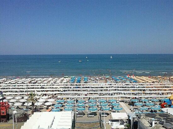 Club Hotel Riccione: vista camera 329 di giorno