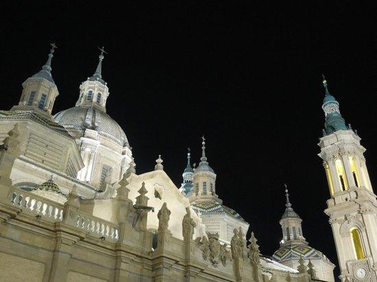 Basilica de Nuestra Senora del Pilar: vista nocturna