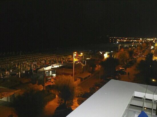 Club Hotel Riccione: vista camera 329 di notte