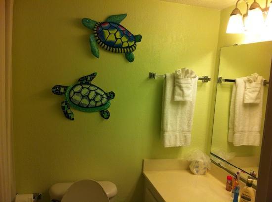 Beach House Golf & Racquet Club: Repainted Bathrooms