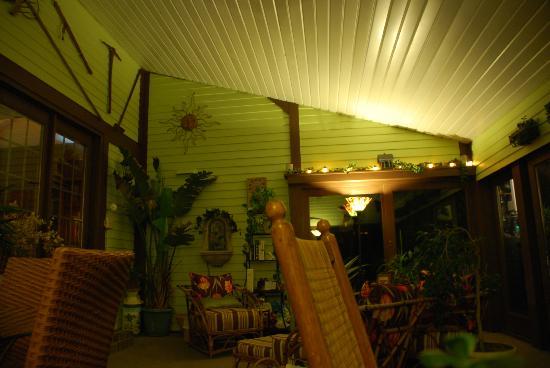 Annville Inn: garden room