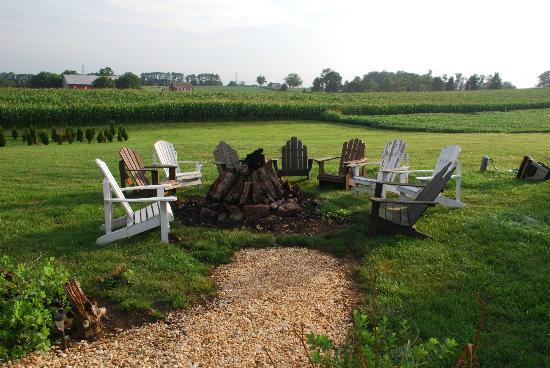 Annville Inn: bonfire