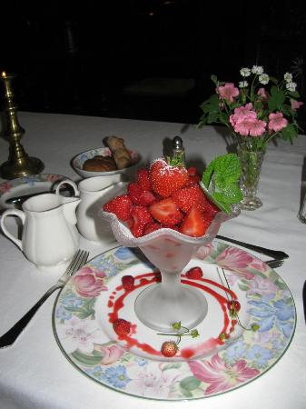 Worthenbury Manor B&B: Strawberries for Dessert