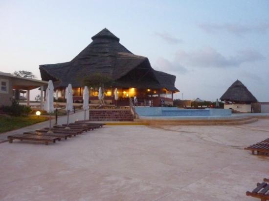 Ora Resort Watamu Bay: Uno dei ristoranti sulla piscina