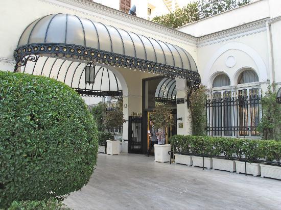Aldrovandi Villa Borghese: Hotel entrance.