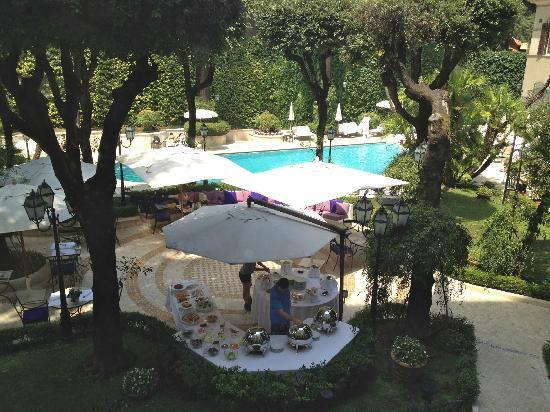 Aldrovandi Villa Borghese: View from room 221 over the pool area.