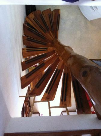 Otro Lado Lodge and Restaurant: staircase in room