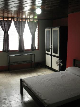 Harvest House Nicaragua: Huge private room, Queen sized bed, large closet...