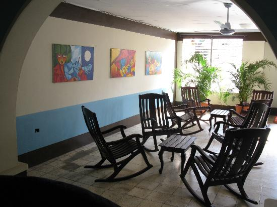 Harvest House Nicaragua: Front sitting room