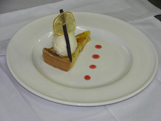 Pilgrims Hall Restaurant: more desserts