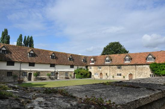 Pilgrims Hall Restaurant: view of courtyard where restaurant is situated