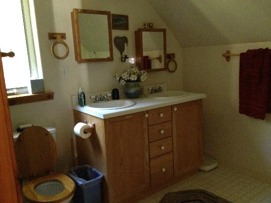 Havenwood Guest House: Bathroom