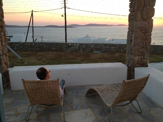 En Lefko Prive Suites: Watching the sunset over Delos Island from our Patio