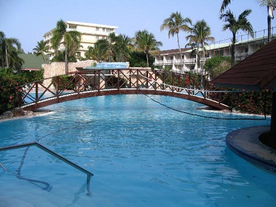 Plage picture of sonesta maho beach resort casino spa for Club piscine sherbrooke circulaire