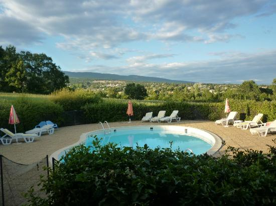 Hotel Saint Clair : Pool and views towards St Etienne