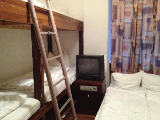 AS Apartmenthaus: Beds & TV