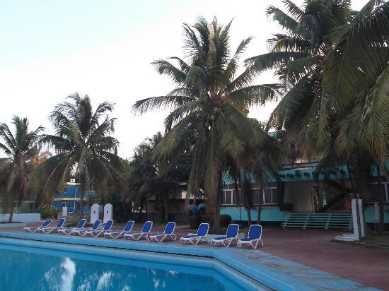 Villa Islazul Bayamo: Piscine pas au summum de la propreté.