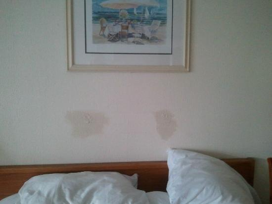 The Resort at Fairfield Harbour: nasty patch job on the wall above bed. notice the nice bolted down art work