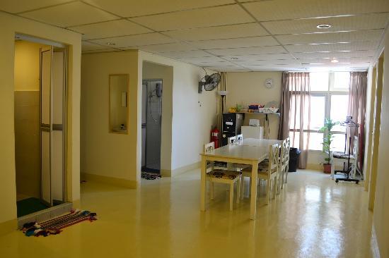 Motel Sayang-Sayang: Full view of dining area n bathrooms