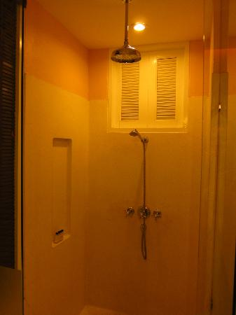 Ping Nakara Boutique Hotel & Spa: Shower