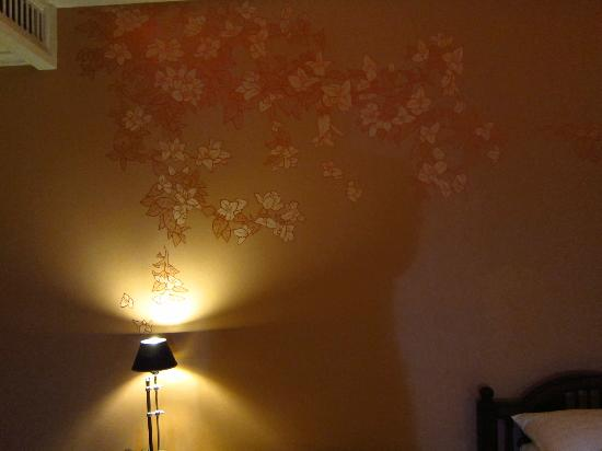 Ping Nakara Boutique Hotel & Spa: Decoration on wall of room