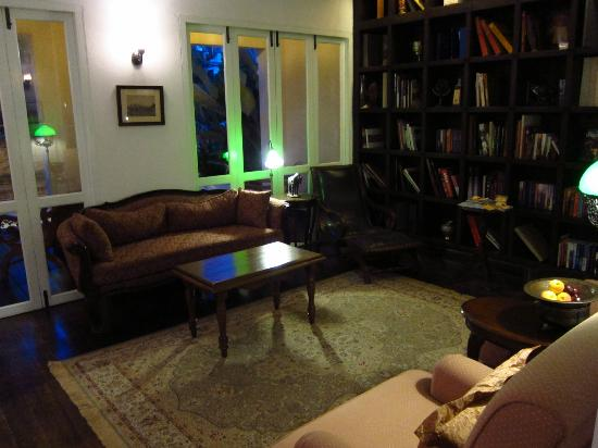 Ping Nakara Boutique Hotel & Spa: Library bar