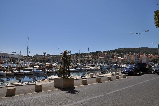 Le Sirocco : Vue en terrasse sur le port...