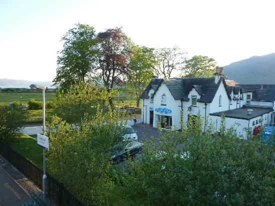 Strathcarron Hotel: hotel view from tiny train stop