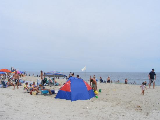 Tradewinds Motor Lodge: Lavallette Public Beach