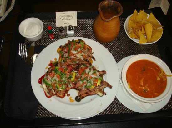 Hyatt Regency Bellevue: Individual steak nachos and tortilla soup