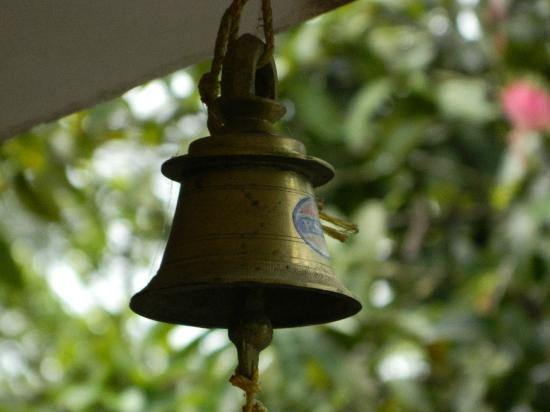 Green Mount Cottage: Bell to call the owners for any service