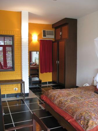 B Nineteen (B-19) Bed & Breakfast: Room-4 Champa