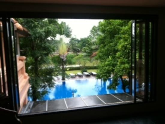 シェイク イスタナ ホテル, スパから見るプール