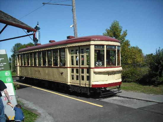 Exporail, the Canadian Railway Museum: Montreal streetcar #1959 taking visitors on a tour of the grounds