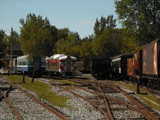 Exporail, the Canadian Railway Museum: Out in the yard (ex-CP Dayliner Budd cars)
