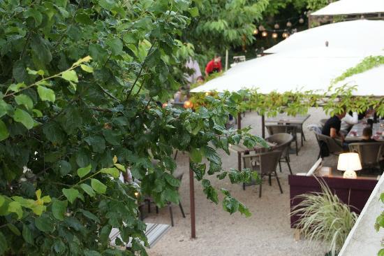 Le jardin vue de haut ouvert en t par beau temps foto for Restaurant le beau jardin