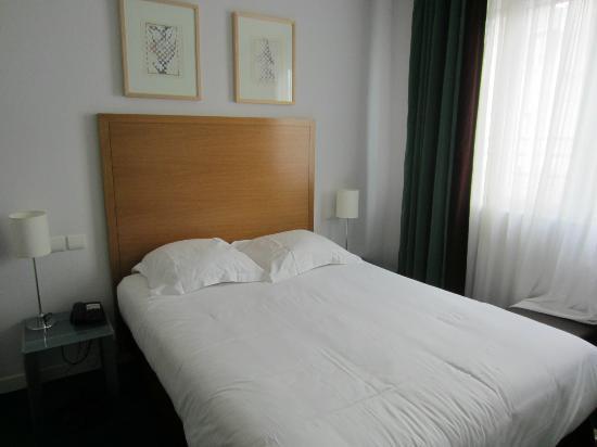 Hotel Albe Saint Michel: 狭いけどパリの観光地では普通。清潔でモダンです。