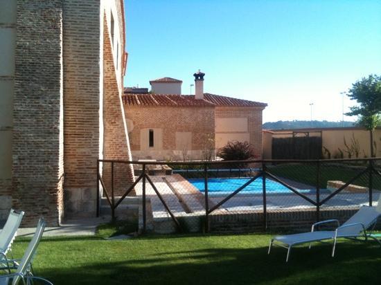 Castilla Termal Balneario de Olmedo: Piscina exterior climatizada