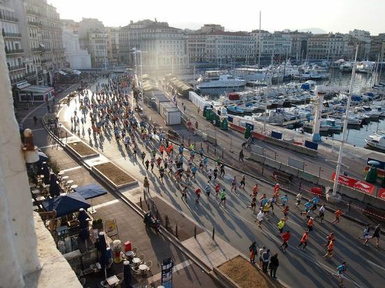 Hotel Bellevue: Marseille marathon from the hotel room