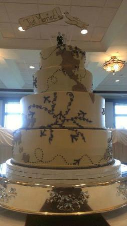 Lovin Oven Cakery : Travel themed wedding cake