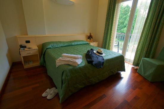 Hotel Caprice: camera matrimoniale