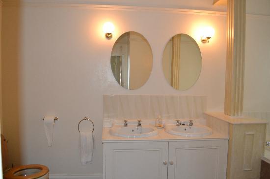 Ormonde House: Bathroom