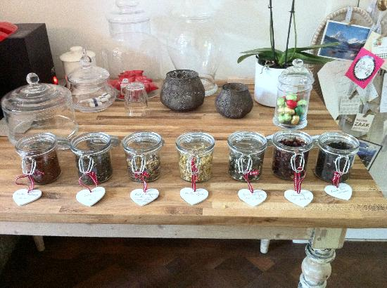 Huyze Weyne: Variety of teas