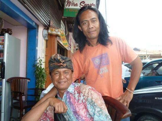 Bali Entdecken: Uja und sein Fahrer