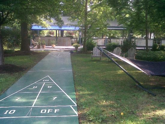 "Boat House: shuffleboard, hammock and a ""DIY"" party/bar/BBQ area"