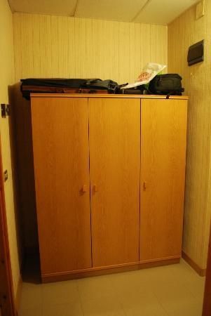 Hotel Ulivi e Palme: armario