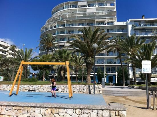 Hotel Calipolis: the park on the beach
