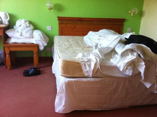 The Airman Hotel: Feel the slope of that mattress!!!