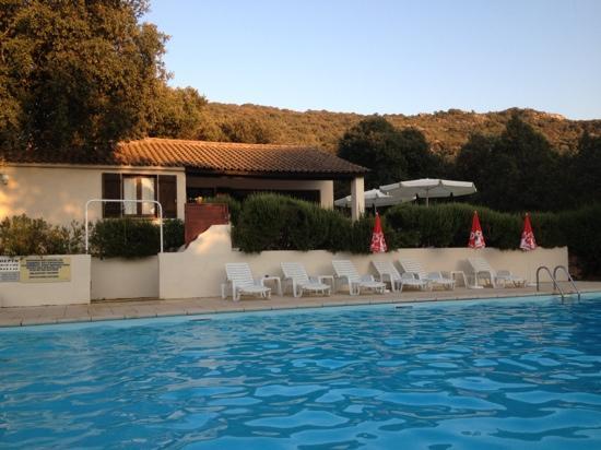 residence Mari di Soli: piscina mari di soli
