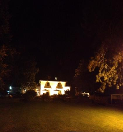 Hawkwell House Hotel: Hawkwell House at night
